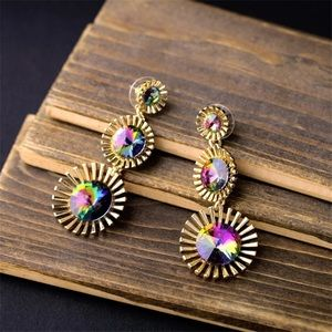 Gold earrings with multicolored crystal